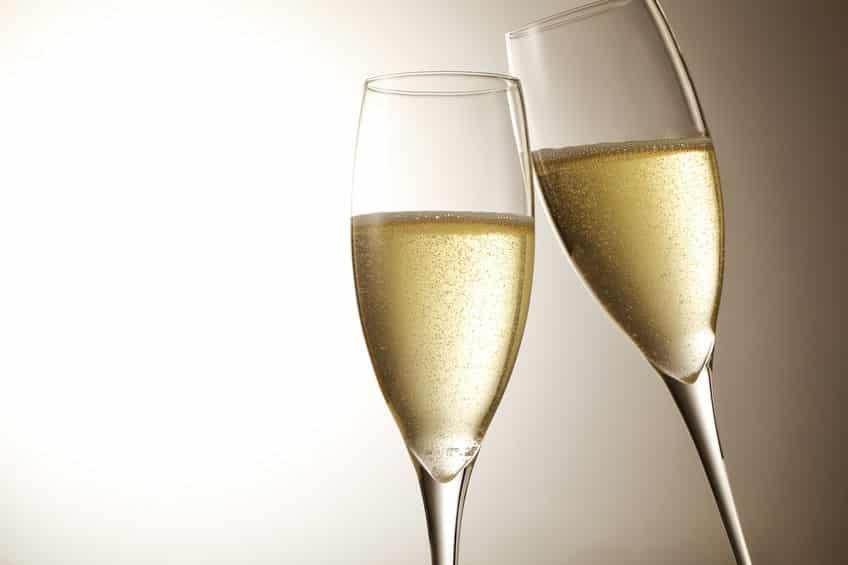 スパークリングワインとシャンパンの違いに関する雑学