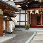 神社で働く人は、袴の色で身分がわかるという雑学