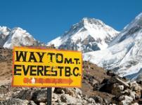 エベレストに登る際にはゴミを持ち帰るのが義務という雑学