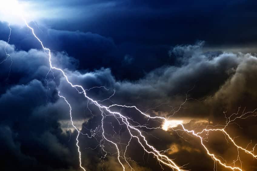 雷の正体は静電気という雑学