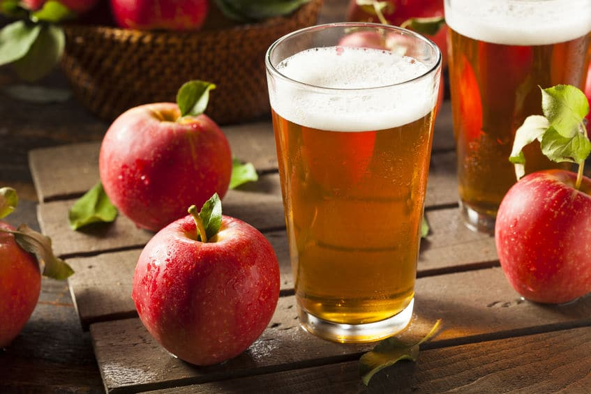 英語のサイダー(cider)は「リンゴジュース」または「リンゴ酒」の意味についてのトリビア