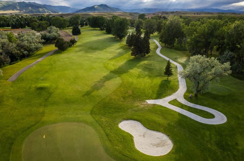 ゴルフ場と住居の総面積の差はわずか3万ヘクタールについてのトリビア