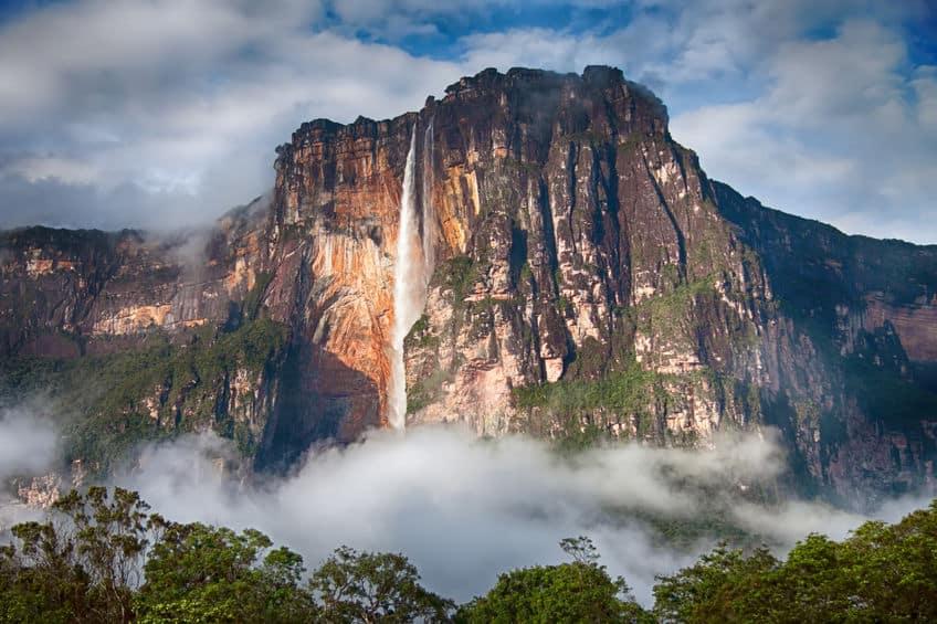 世界一落差のある滝は南米ベネズエラにあるという雑学