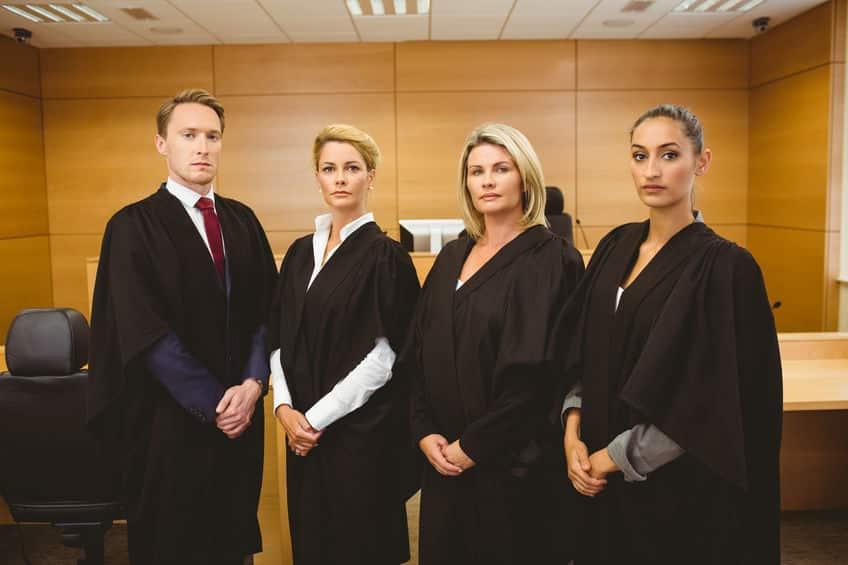 裁判官の服が黒い理由に関する雑学