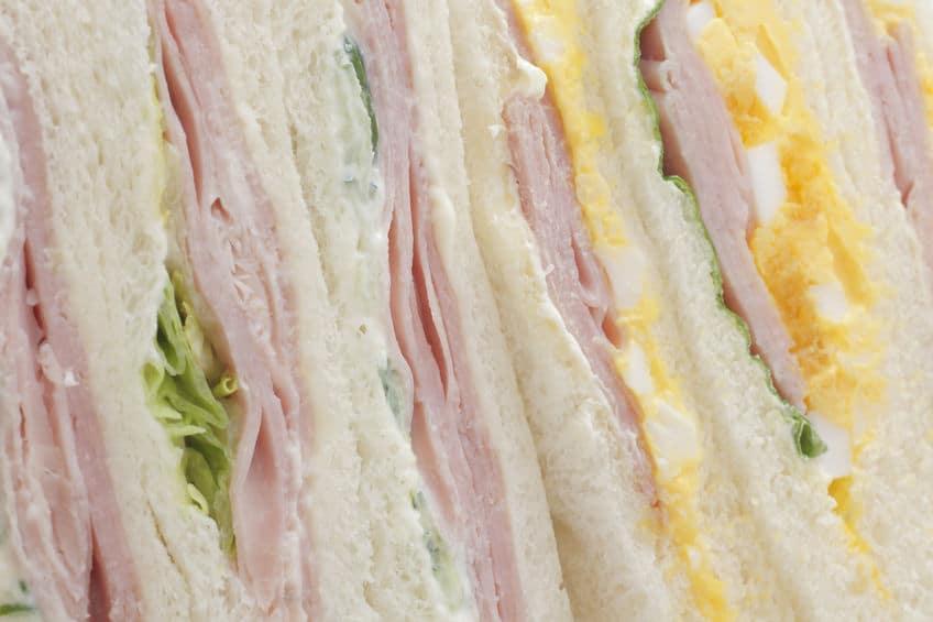 サンドイッチにバターやマーガリンを塗る理由についての雑学
