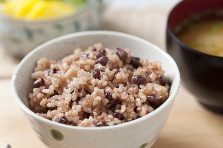 地方によっては赤飯を仏事に食べることもあるというトリビア
