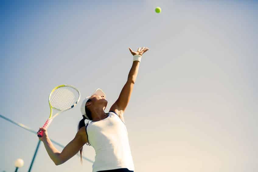 テニスの1打目を「サービス」という理由に関する雑学