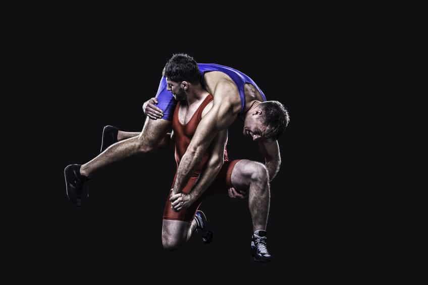 レスリングの試合中は、必ずハンカチを持っていなければならないという雑学