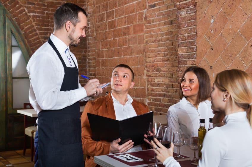 ラテン語までさかのぼる「レストラン」の語源についてのトリビア