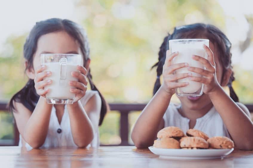 """""""牛乳を飲むと身長が伸びる""""はホント?身長を伸ばすにはどうすればいい?というトリビアまとめ"""