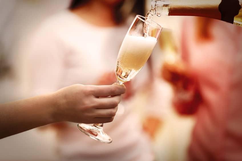 発泡性のワインはどうやって作られる?というトリビア