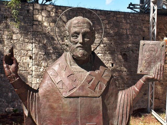 聖ニコラウスが、煙突から金貨を投げ入れたことが始まりだったというトリビア