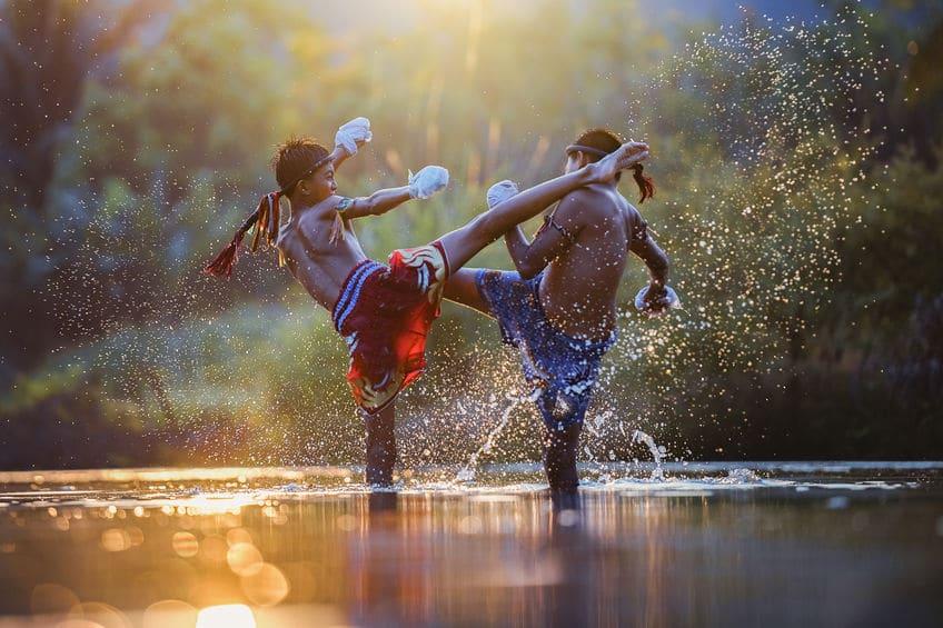 ムエタイはタイ、キックボクシングは日本発祥!その違いは首と肘!!というトリビア