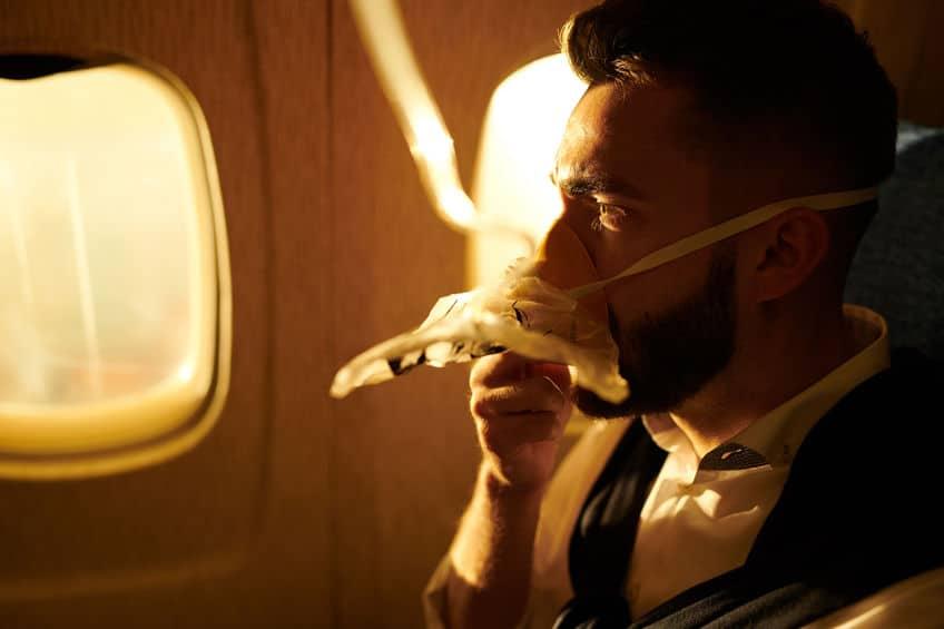 トイレに行っている間は酸素マスクをつけて操縦するというトリビア