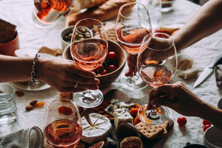お酒は水と比べて吸収・排出速度が速いというトリビア