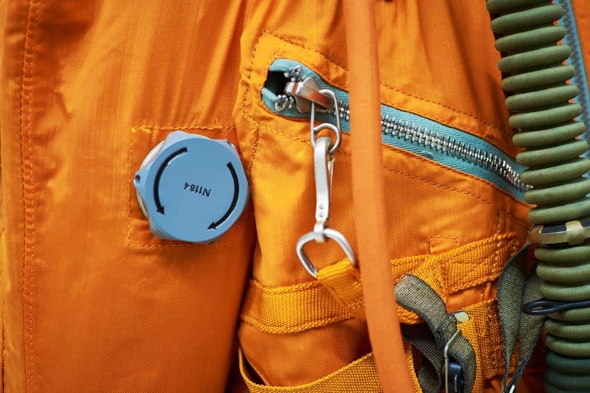 宇宙飛行士の宇宙服がオレンジ色の理由に関する雑学