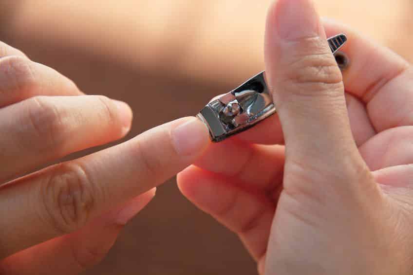 手の爪が足の爪より早く伸びる理由に関する雑学