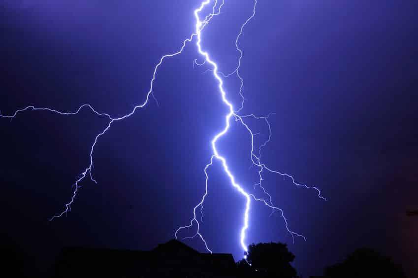 雷の落ちた距離は光と音の時間差でわかるというトリビア