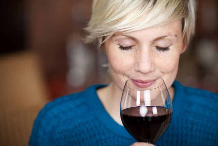 なぜ?短時間でお酒はたくさん飲めるが水は大量に飲めない。という雑学まとめ