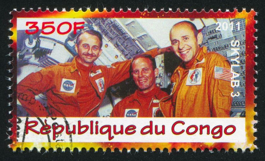 宇宙服のオレンジは、航空宇宙産業で共通のインターナショナルオレンジなのだというトリビア