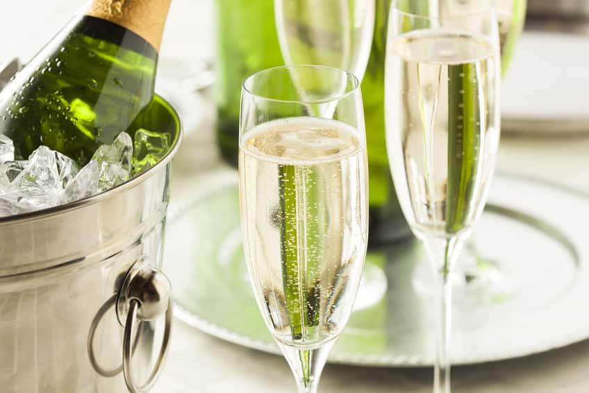 グラスのキズがシャンパンの味わいを左右するというトリビア