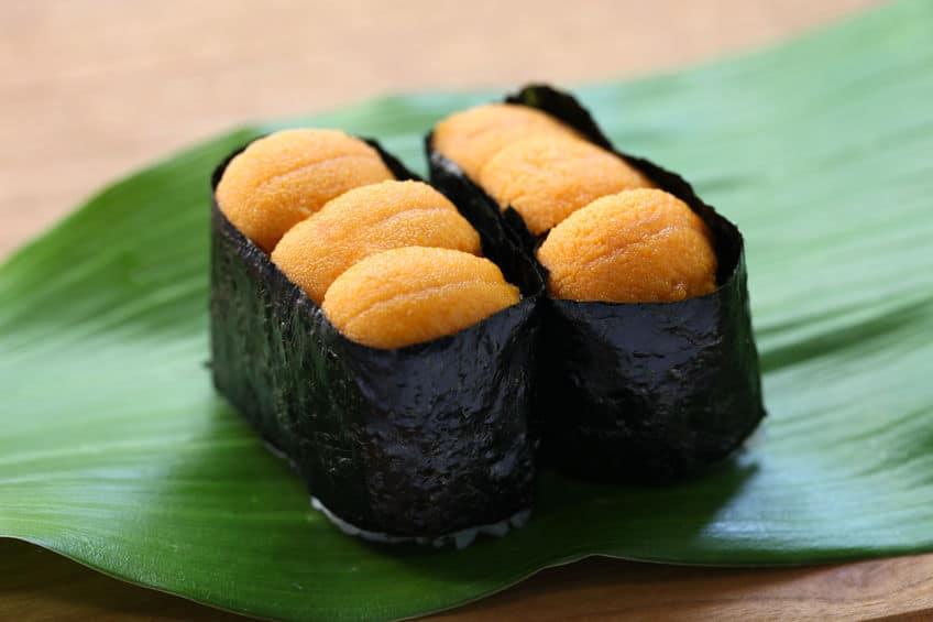 もともとは大きかった江戸前寿司を食べやすいように2個に分けたというトリビア