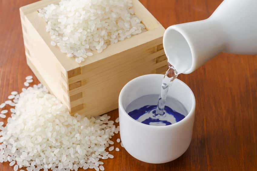 古米を炊くときは酒を入れるとおいしくなるという雑学