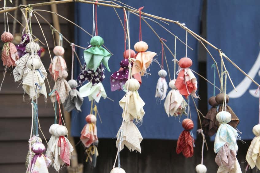 てるてる坊主の由来は中国に伝わる女性の人形というトリビア