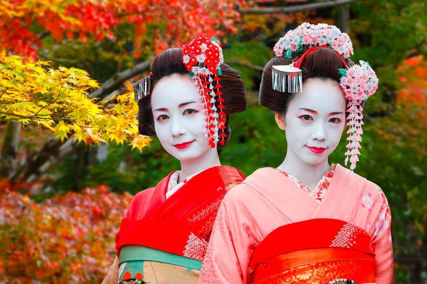 舞妓さんや芸者さんはどうして顔を白く塗るのか?という雑学