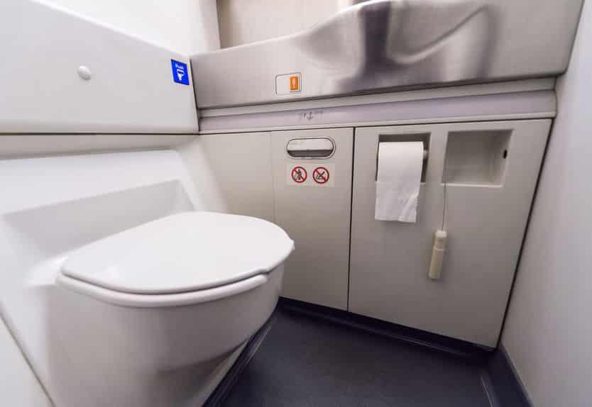 パイロットはコックピットから近いトイレを使うという雑学