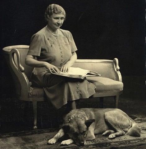 ヘレン・ケラーに秋田犬が贈られた経緯について解説