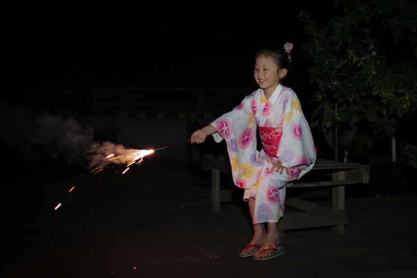 手持ち花火のヒラヒラは火をつけるところではないという雑学
