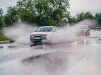 水はね・泥はね運転をすると罰則があるという雑学