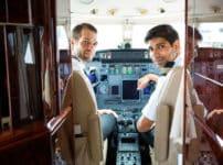 飛行機の「機長」と「副操縦士」は別々の機内食を食べなければならないという雑学