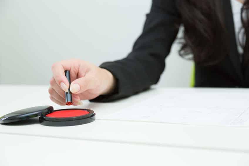 印鑑の隙間に詰まったごみは「輪ゴム」でとれるという雑学