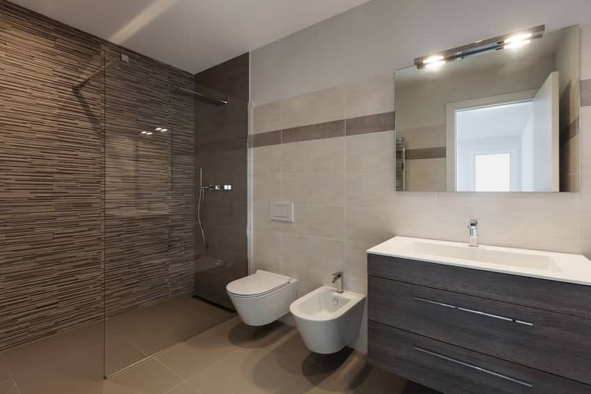イタリアのシャワー室には、便器のような物体が2つ置いてある。というトリビア