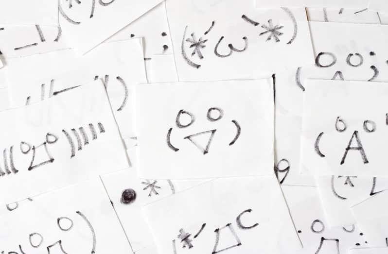 日本初の顔文字は「(^_^)」という雑学