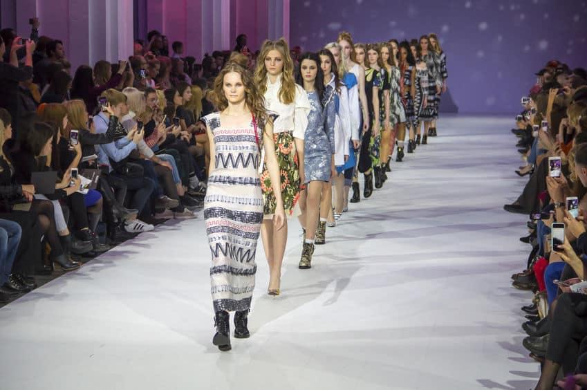 デザインがすごい。ファッションショーのランウェイを再現についてのトリビア