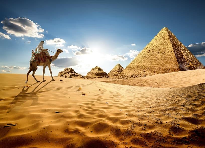 砂漠は雨の少ない荒地で砂丘は砂の堆積した場所というトリビア