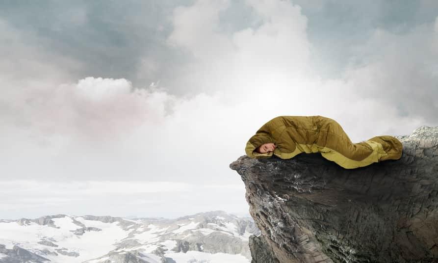 寝たら死ぬぞ!はウソ。雪山では寝たほうがいい場合もある。という雑学まとめ