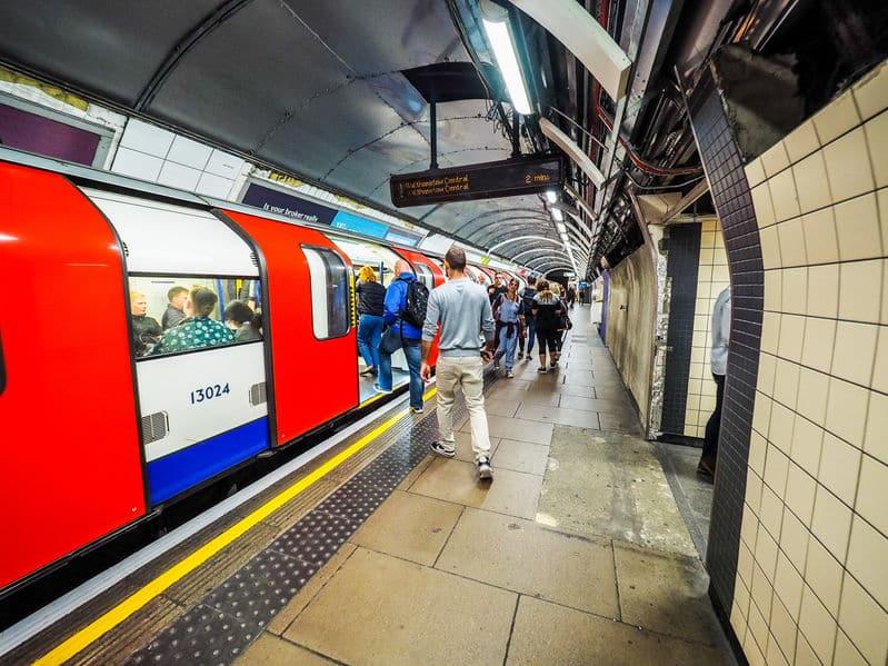 世界で一番古い地下鉄はロンドンにあるという雑学