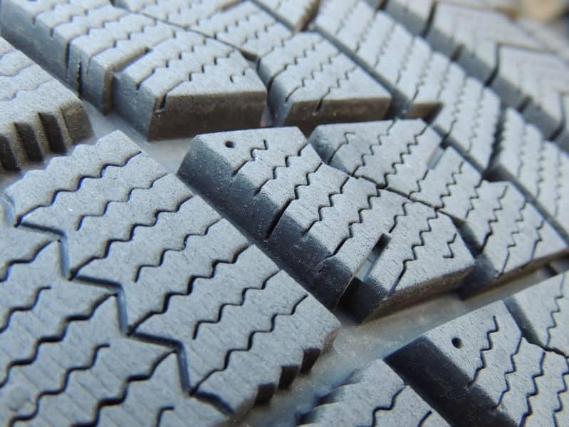 スタッドレスタイヤはホッキョクグマの足の裏を参考にして作られたというトリビア