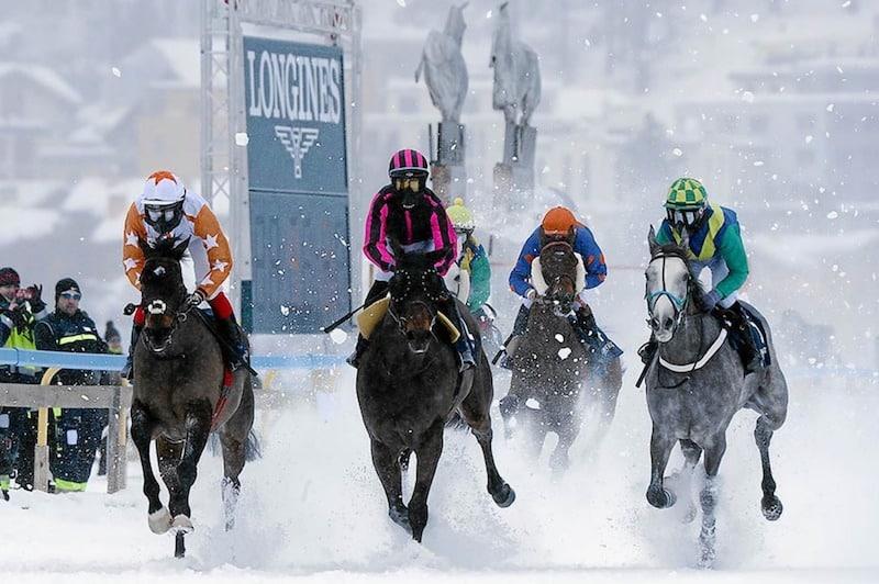 スイスには凍った湖の上に「競馬場」があるという雑学