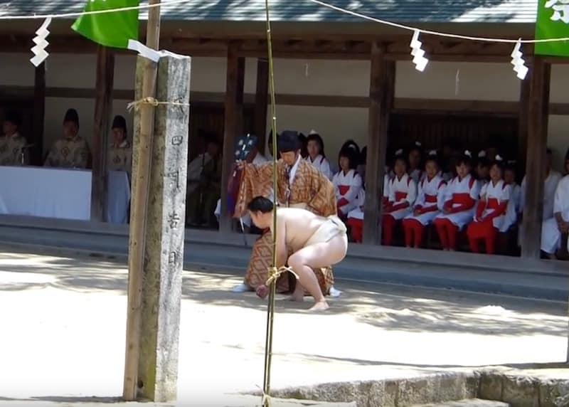 一人相撲祭りの立ち会い