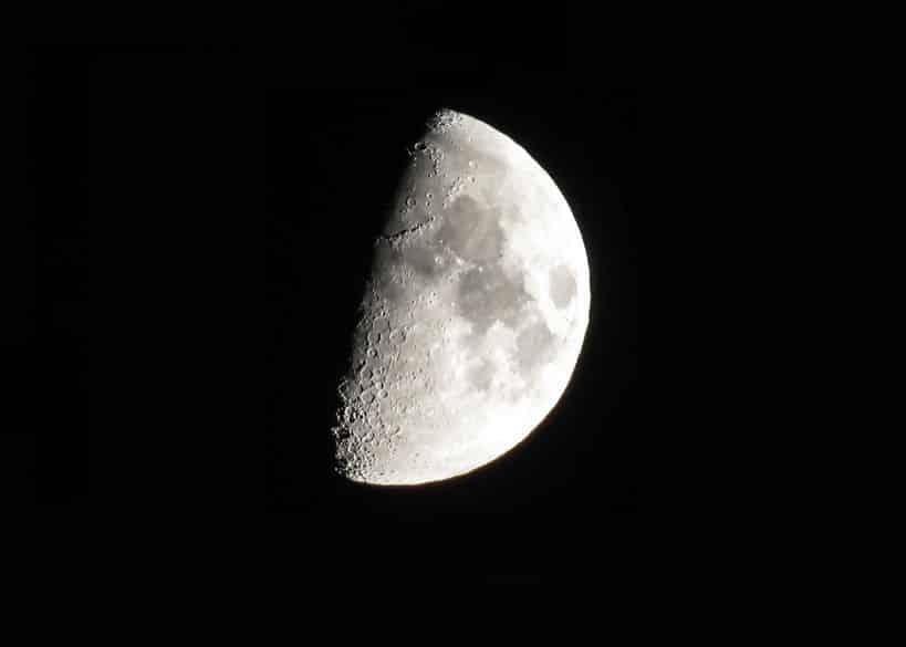 月の昼と夜の温度差は300度という雑学
