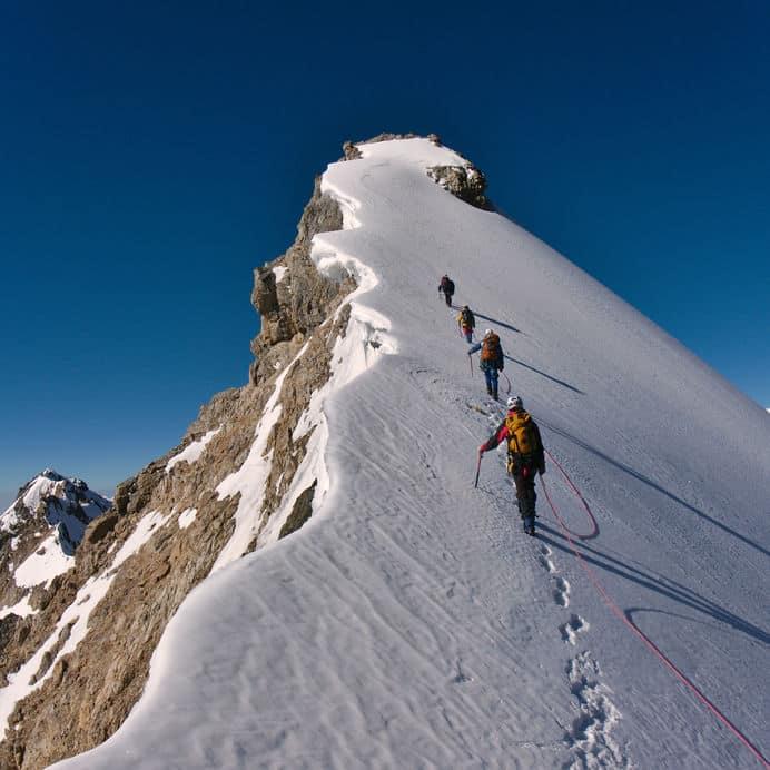 山で遭難したときは「頂上」を目指すべしという雑学