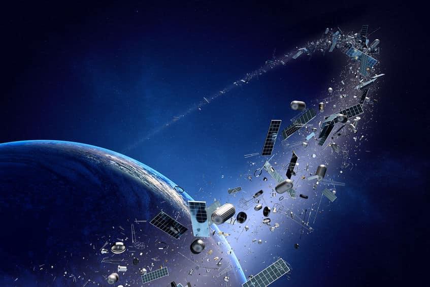 数千万個以上もの宇宙ゴミ「スペースデブリ」が地球の周りを回っているという雑学