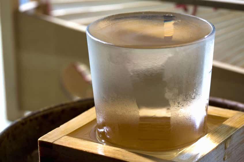 日本酒をグラスから升(ます)に溢れるように注ぐのはなぜ!?に関する雑学