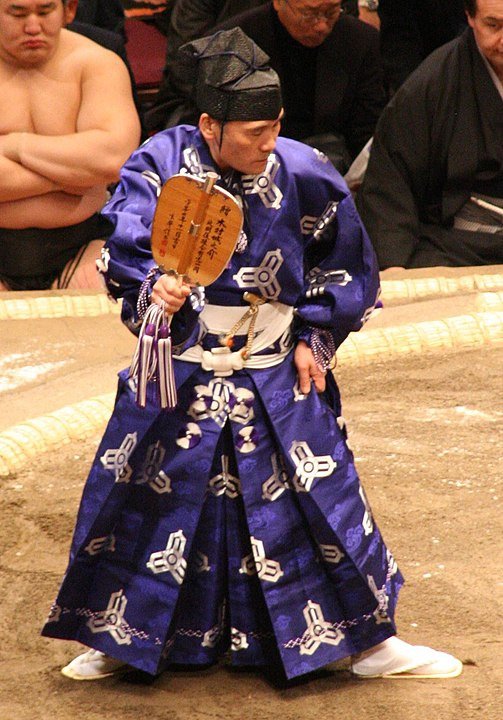 相撲の行司は襲名制という雑学