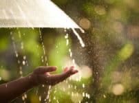 「遠くの音が聞こえると雨が降る」と言われる理由に関する雑学
